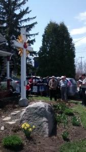chapelet devant la croix